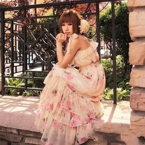 【碎花长裙】碎花长裙配什么上衣及碎花长裙搭配图片