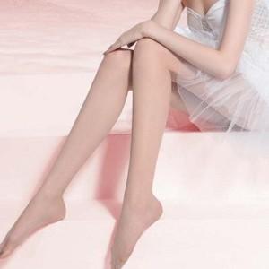 【隐形丝袜】美女隐形丝袜穿法教程及隐形丝袜霜怎么