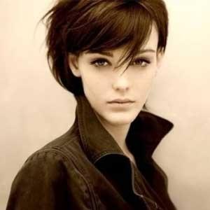 流行发型 韩式个性齐肩短卷发               短头发造型也能很美